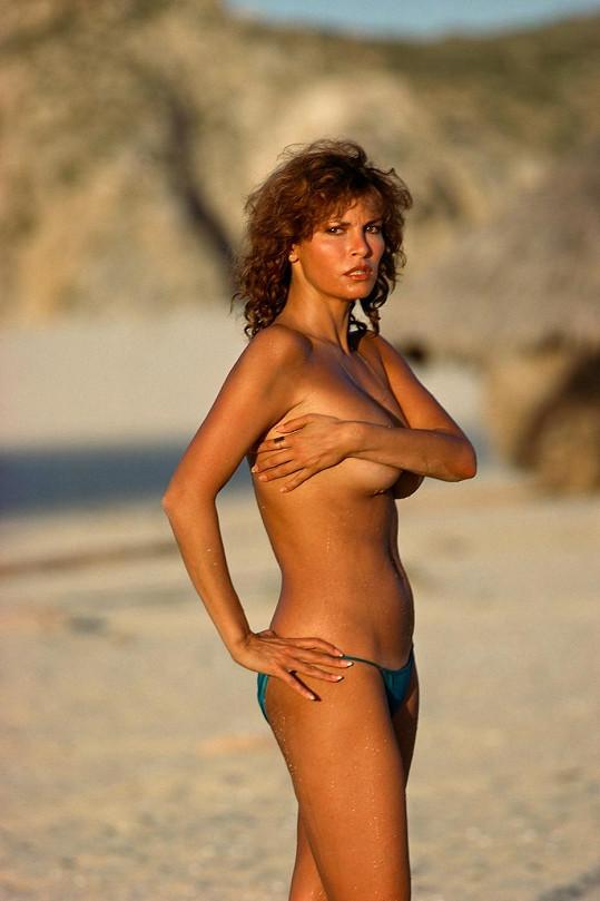 Ani po čtyřicítce se Raquel nemusela za svou postavu stydět....