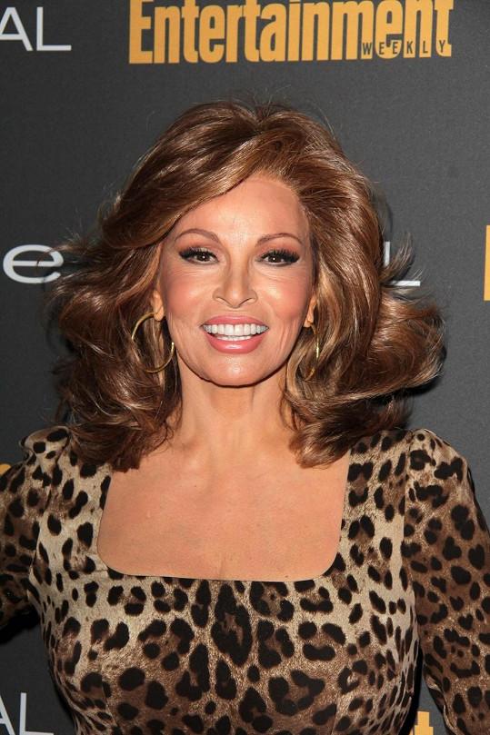 Britský tisk se domnívá, že se herečka vylepšila parukou.