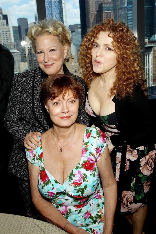 Bette Midler, Susan Sarandon a Bernadette Peters jsou vrstevnice.