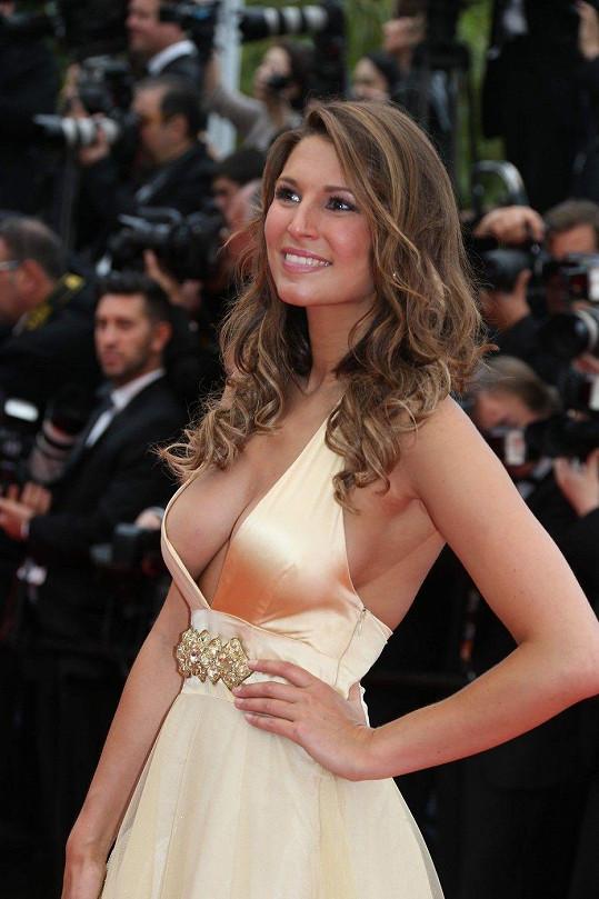 Laury Thilleman byla v Cannes středem pozornosti.
