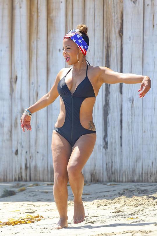 Christina Milian vypadá po rozchodu nad věcí.