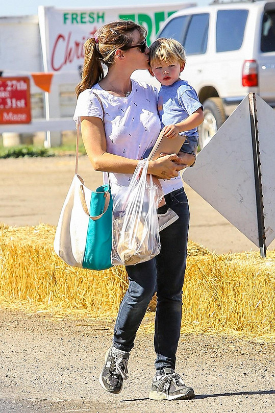 Jennifer Garner se synem Samem.
