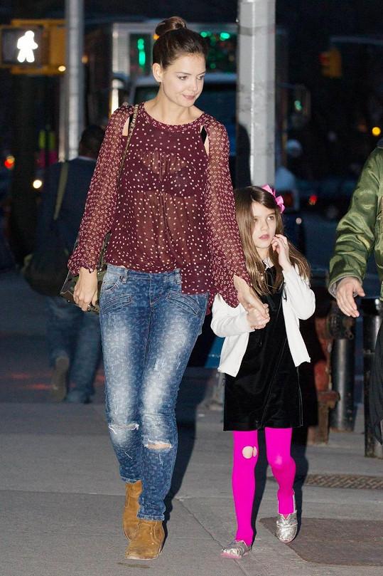 Katie Holmes tvrdí, že se o dceru dokáže postarat sama.