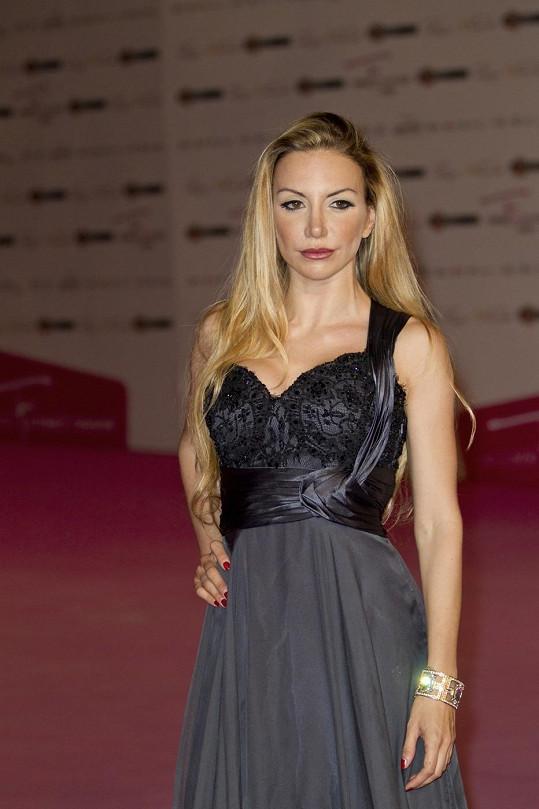 Na loňském festivalu byla herečka ještě blond.