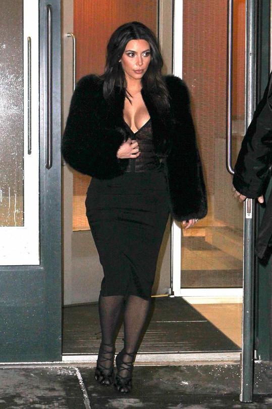 Kim Kardashian je známá svým pověstným pozadím.