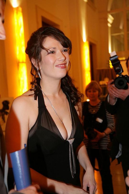 Tereza Kostková se může pochlubit výstavním poprsím.