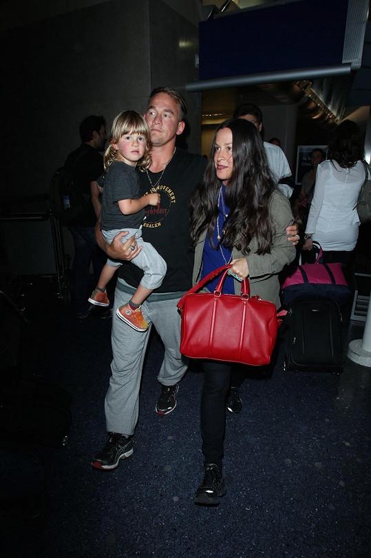 Zpěvačka s manželem a synem na aktuálním snímku