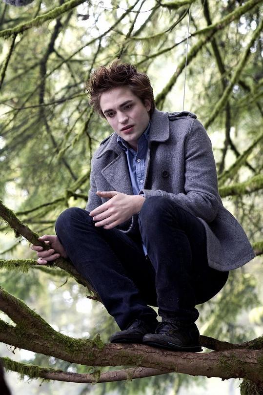 Robert jako upír Edward Cullen.