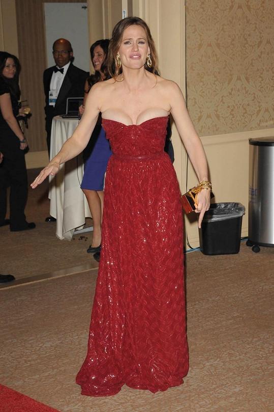 Jennifer Garner a její naditý dekolt.