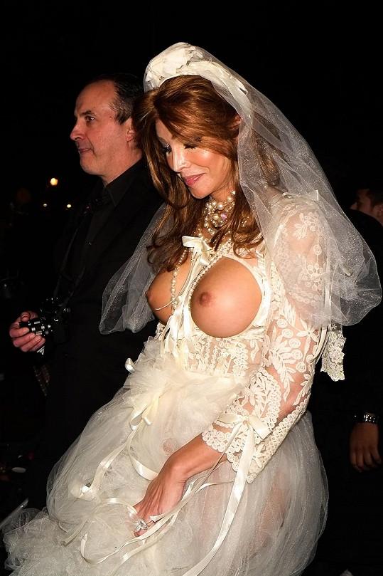 Vnadná nevěsta byla hvězdou průvodu.