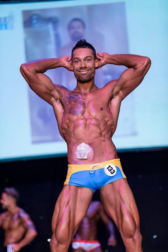 Na soutěži ukázal své vypracované tělo.
