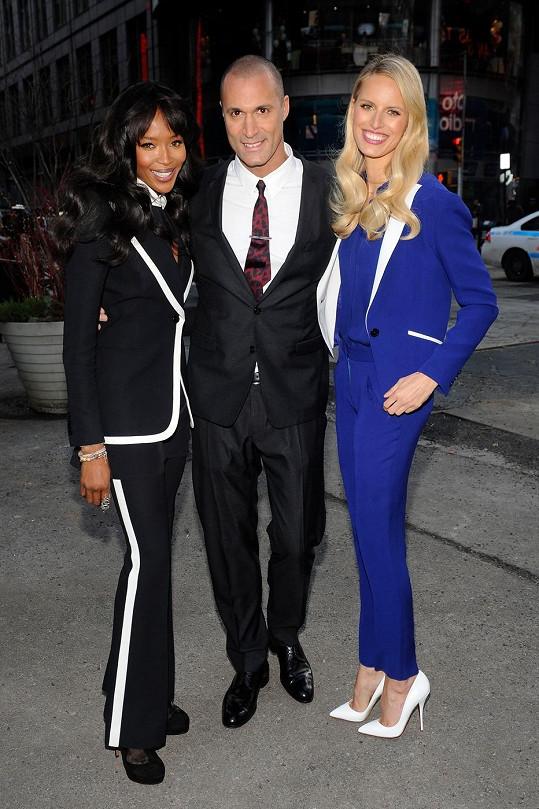 Naomi s Karolínou a Nigelem Barkerem.