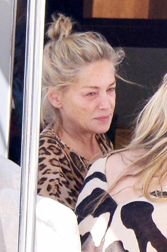 Make-up dělá se Sharon Stone, jako s většinou žen, divy.