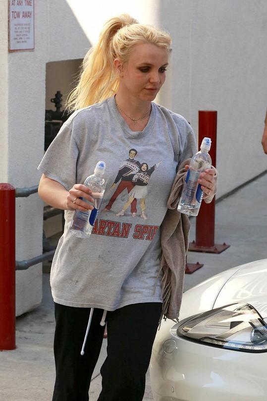 Britney Spears na sobě dře.
