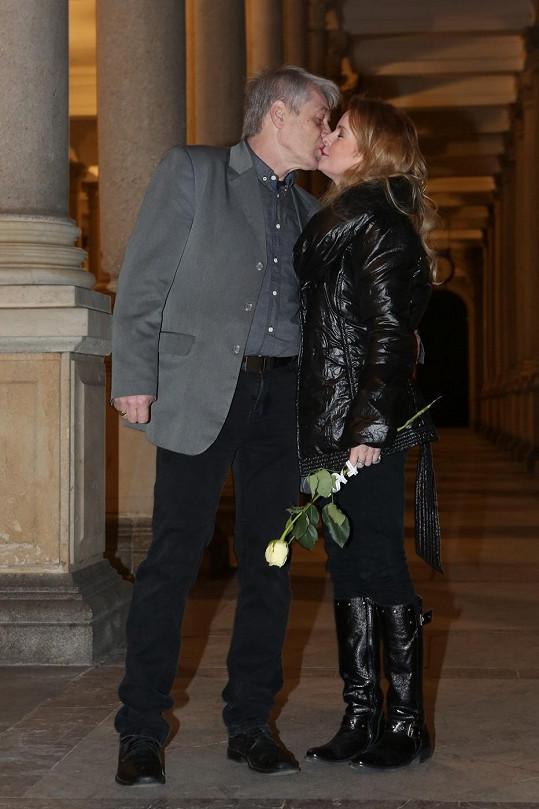 Valentýnský polibek na kolonádě