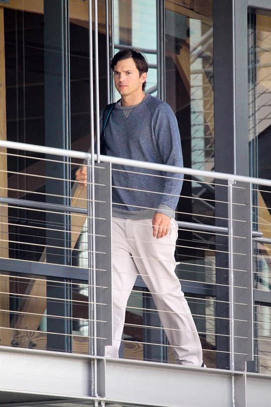 Zakaboněný herec v Beverly Hills