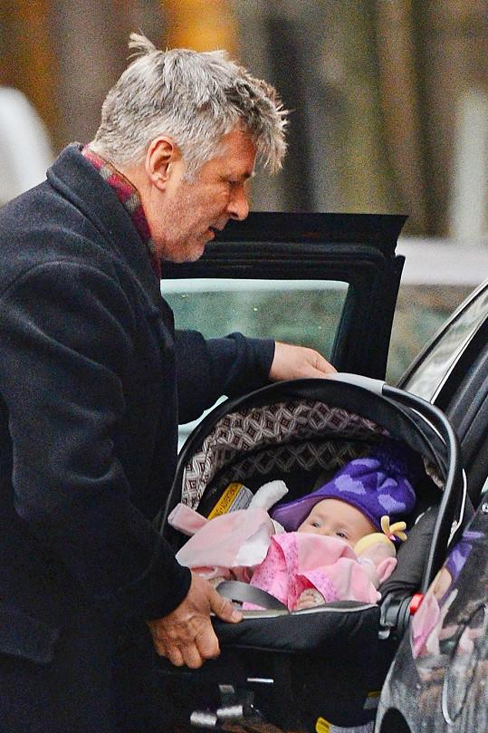 Alec Baldwin s dcerou Carmen