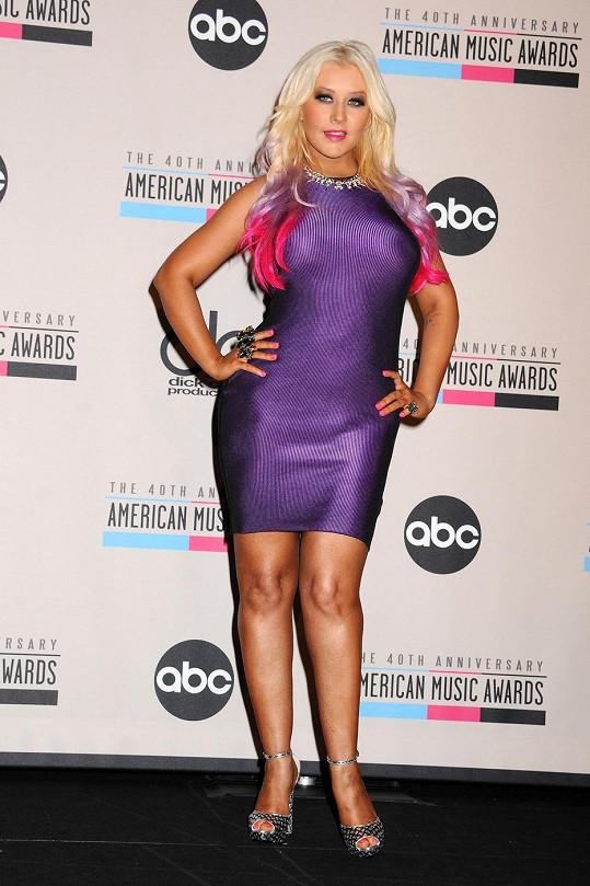 Aguilera přibrala v těhotenství a nedařilo se jí dostat na původní váhu.