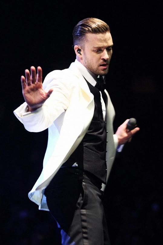 Takhle září Justin v rámci svého světového turné. Už zítra zazpívá ve vyprodané vysočanské areně.