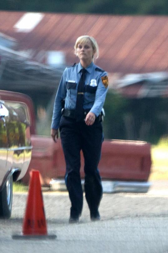 Reese Witherspoon v roli policistky
