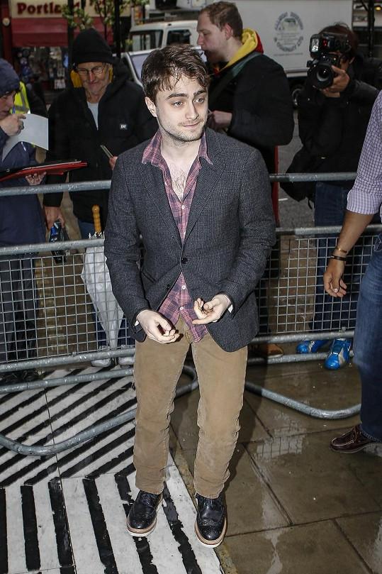 Na mnoha akcích vypadá herec značně unaveně.