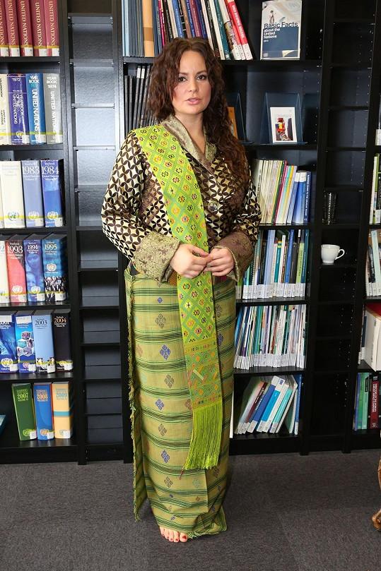 Jitka Čvančarová se po svém návratu z Bhútánu prezentovala v těchto neotřelých šatech.