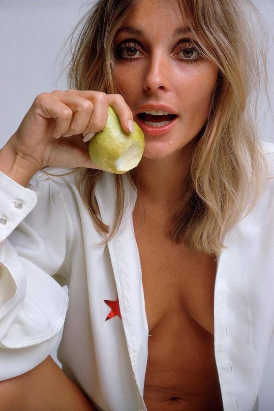 Takhle Sharon pózovala coby modelka pro časopis Esquire.