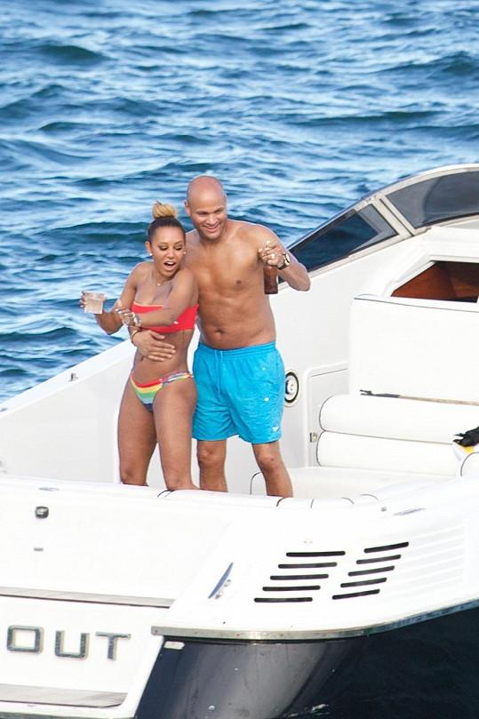 Zpěvačka si plavby jachtou po Austrálii oblíbila.