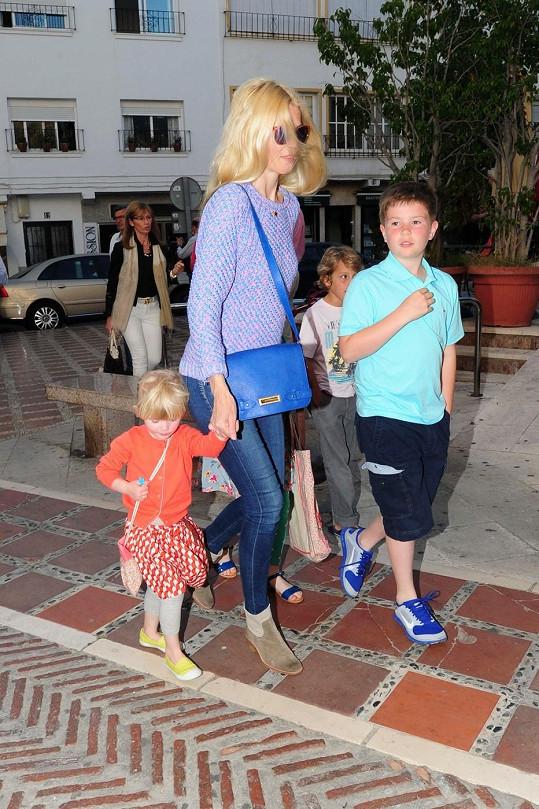 Claudia s dětmi ve Španělsku