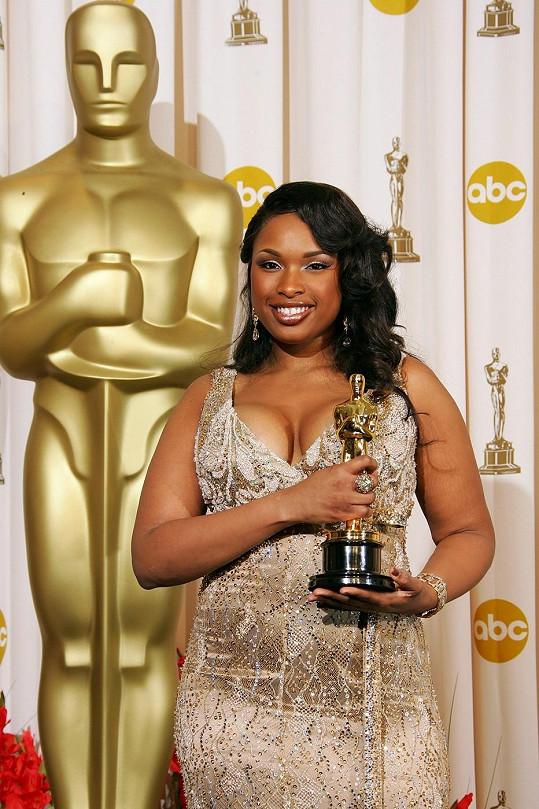 Hudson v roce 2007, kdy přebírala Oscara za vedlejší ženský herecký výkon v muzikálu Dreamgirls.