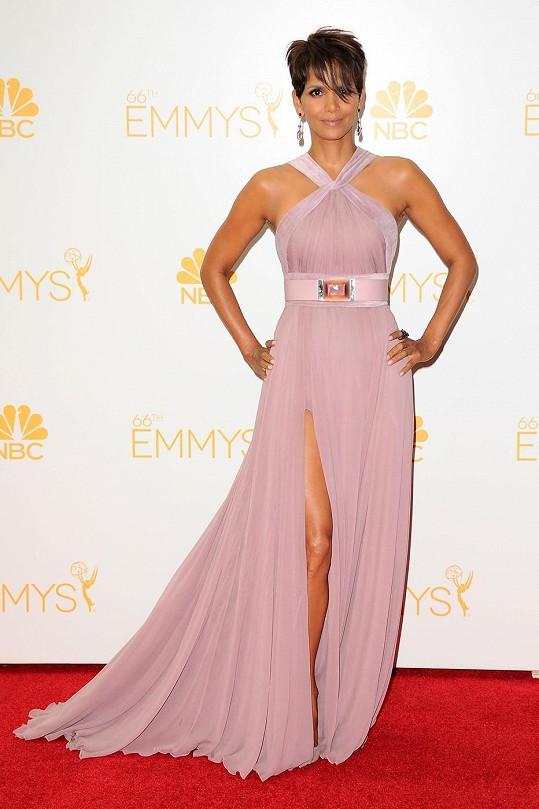 Halle Berry si udržuje sexy postavu.