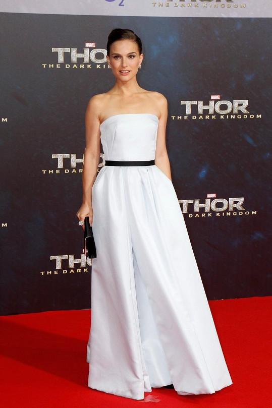 Natalie Portman už je maminkou.