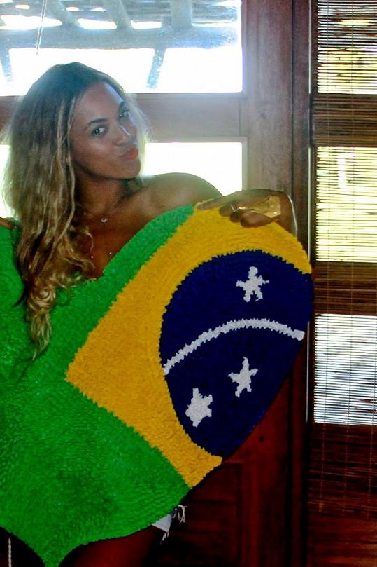 Beyoncé se svlékla u brazilské vlajky.