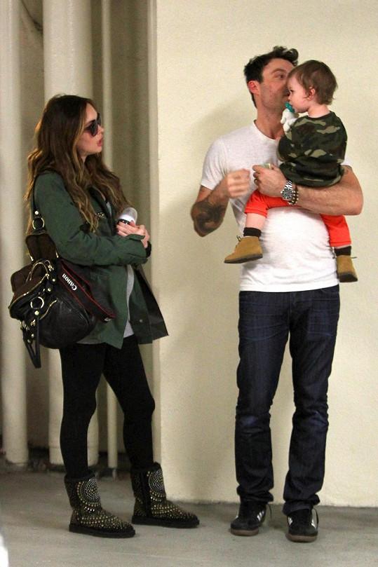 Megan s Brianem a jejich synem Noahem.