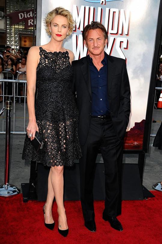 Charlize Theron se Seanem Pennem na premiéře v Los Angeles