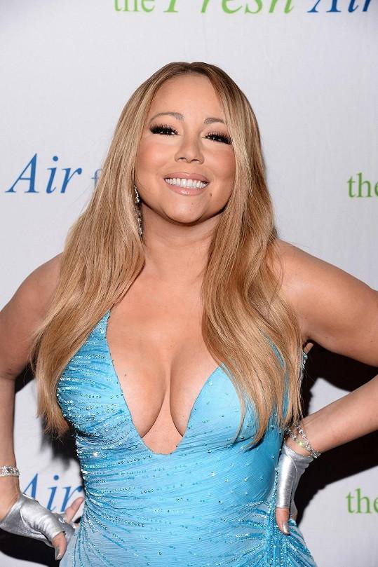 Mariah je na své vnady hrdá.