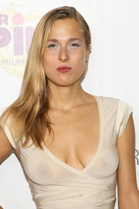 Na párty Free The Nipple Fundraiser se to hemžilo spoře oděnými známými ženami.