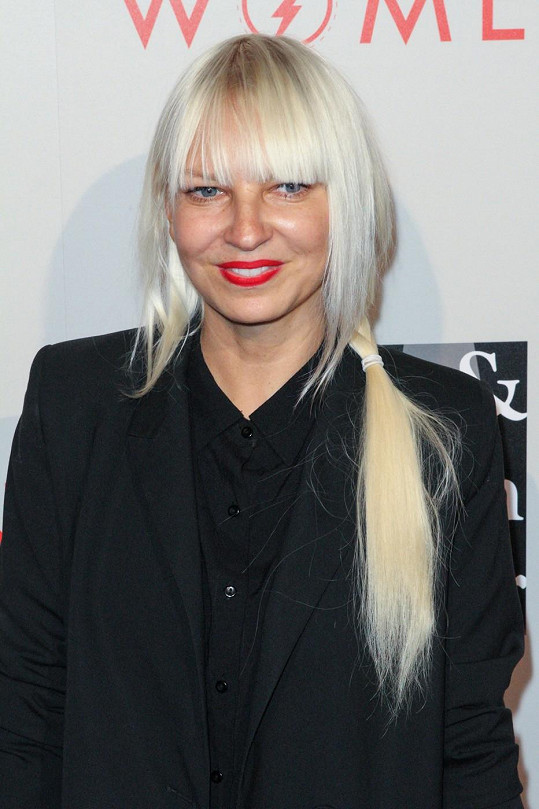 Zpěvačka Sia se za klip omluvila všem, kterých se dotkl.
