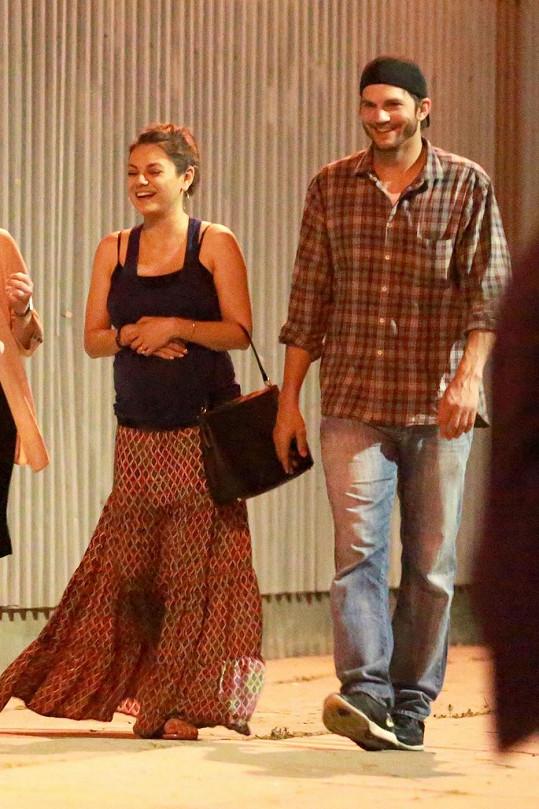 Mila Kunis a Ashton Kutcher se dobře bavili.