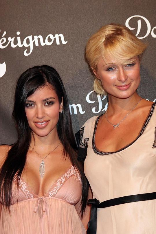 Šestadvacetiletá Kim Kardashian se svou objevitelkou Paris Hilton