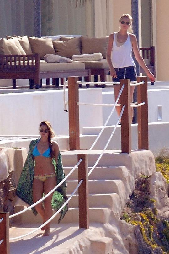 Obě modelky a partnerky slavnějších mužů si mohly dopřát luxusu hotelového resortu.