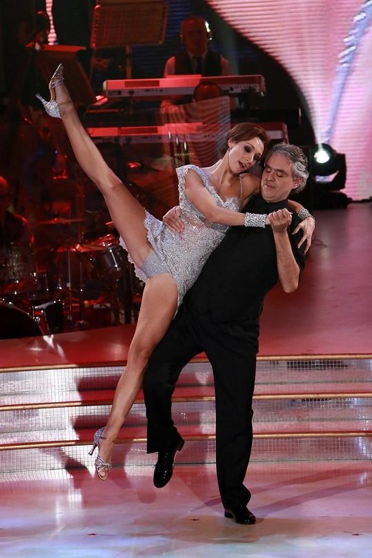 Slepý operní pěvec Andrea Bocelli se nezalekl ani tance.