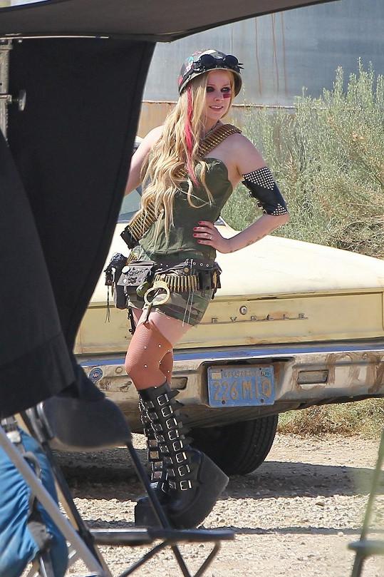 Model Avril Lavigne je hodně přeplácaný.