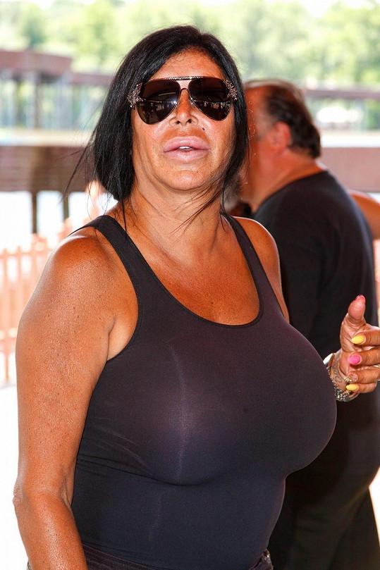 Hvězda reality show si potrpí na těsné oblečení zvýrazňující její vnady.