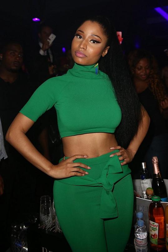 Nicki Minaj předvedla těsný outfit.