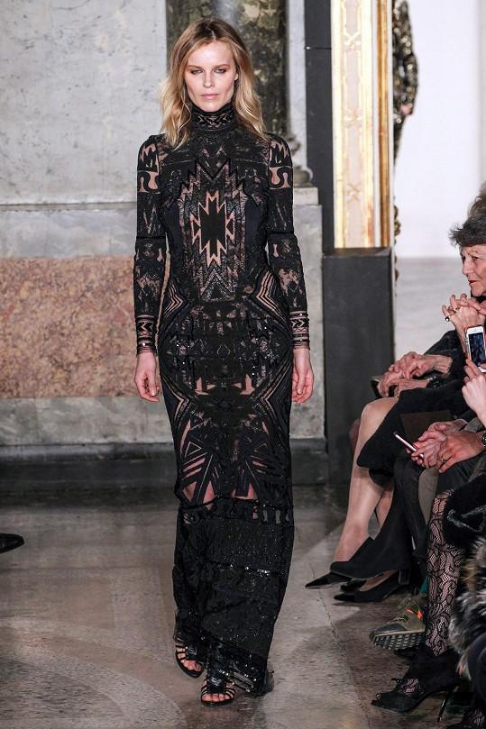 Herzigová se stala významnou součástí týdne módy v Miláně.