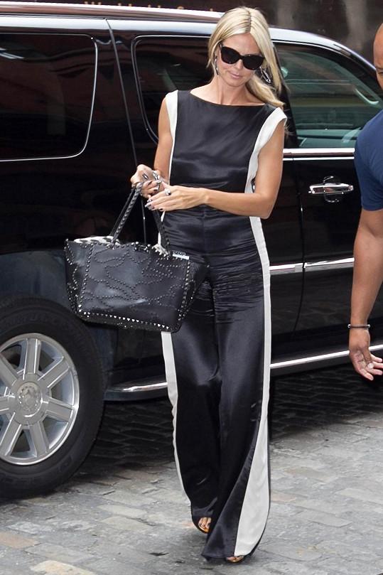 Heidi Klum nejdříve oslnila v elegantním overalu.
