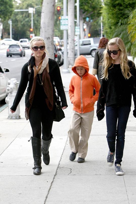 Herečka s Avou a synem Deaconem.