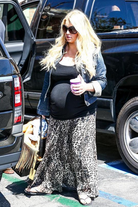 Jessica na snímku z loňského dubna při druhém těhotenství