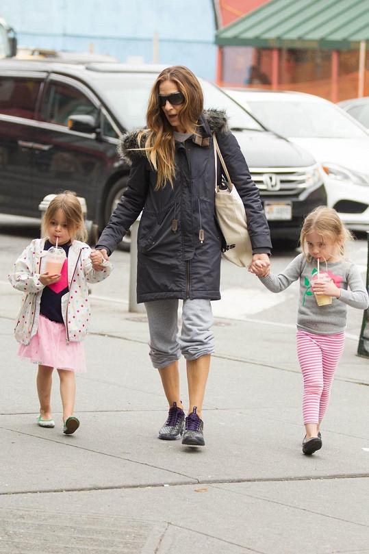 Sarah Jessica Parker a její čtyřletá dvojčátka Marion a Tabitha.